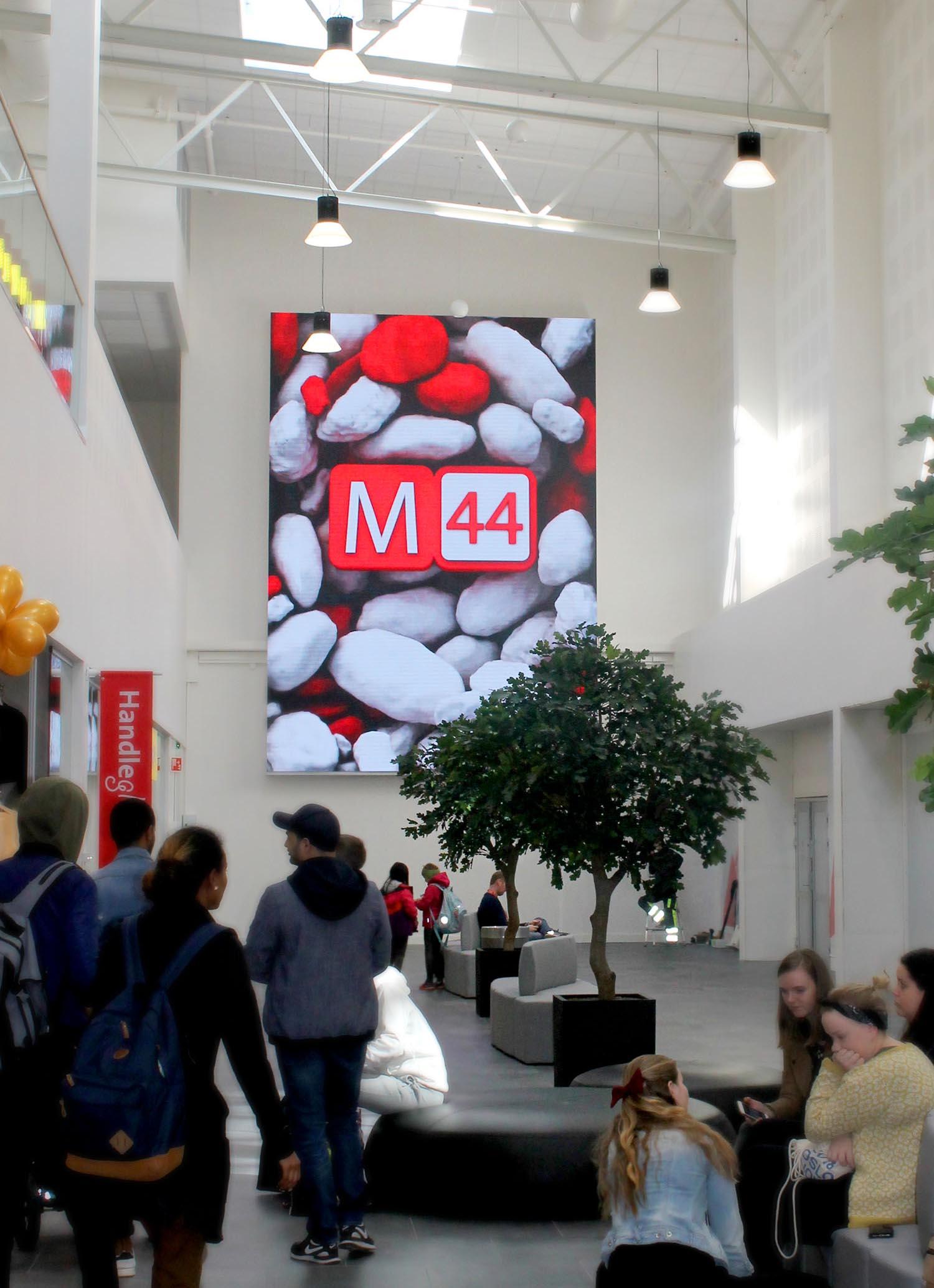 Storsenteret på Jæren, M44, ble utvidet våren 2018. Vi har levert og montert en 35 m² LED skjerm.